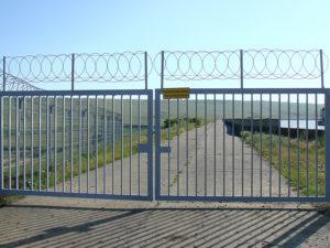 Распашные ворота с трубчатым заполнением