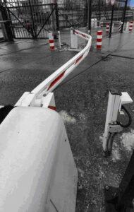 Противотаранный шлагбаум защитил объект от неуправляемого грузовика